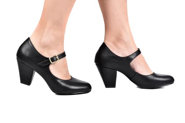 Sapato Boneca Fechado Saltinho Preto - Tamaños: 30 - 31